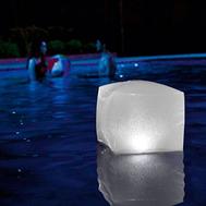 Intex плуващo кубче с LED light